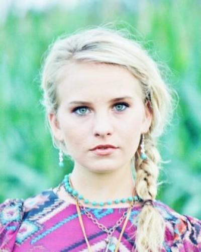Emilya W